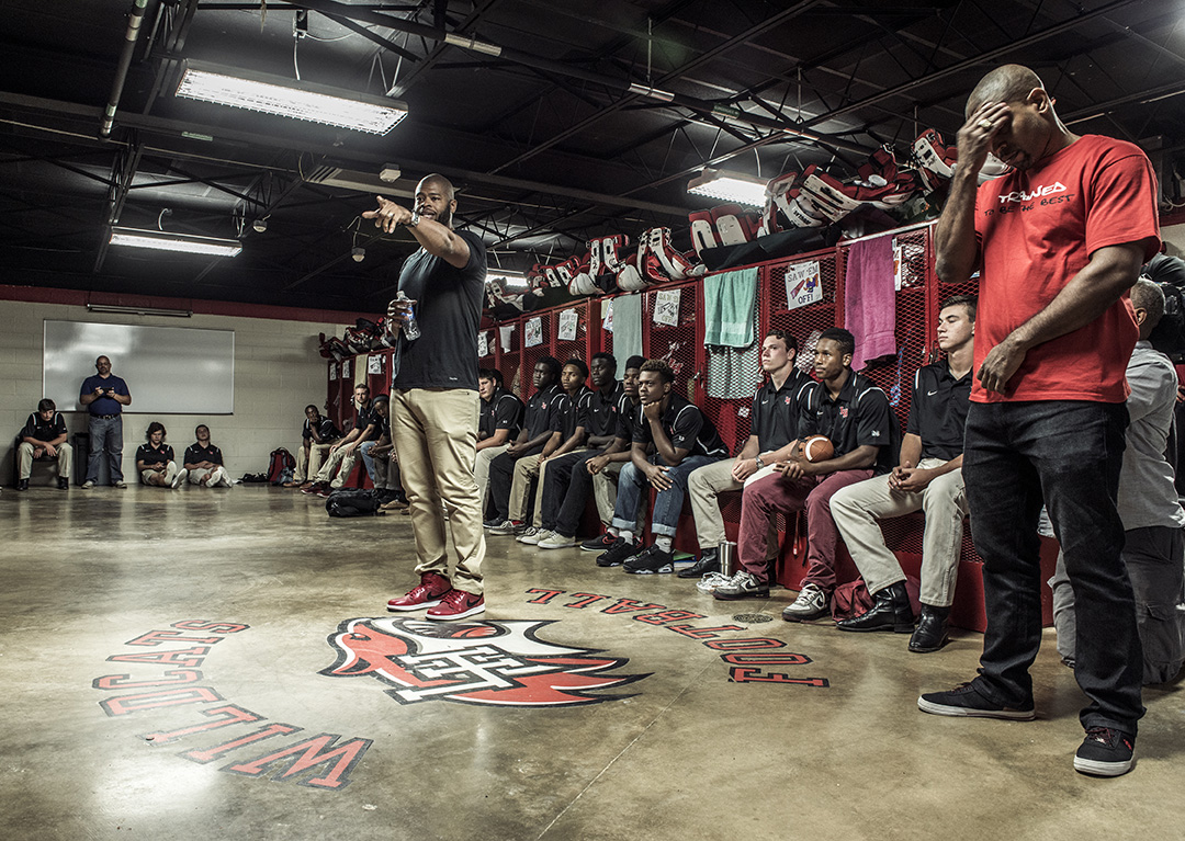 LHHS grad and former NFL player Wade Smith gives the Wildcats a pep talk. (Photo by Danny Fulgencio)
