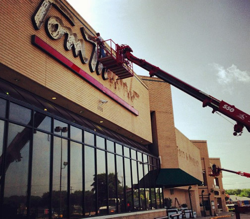 Tom Thumb sign being removed in 2013