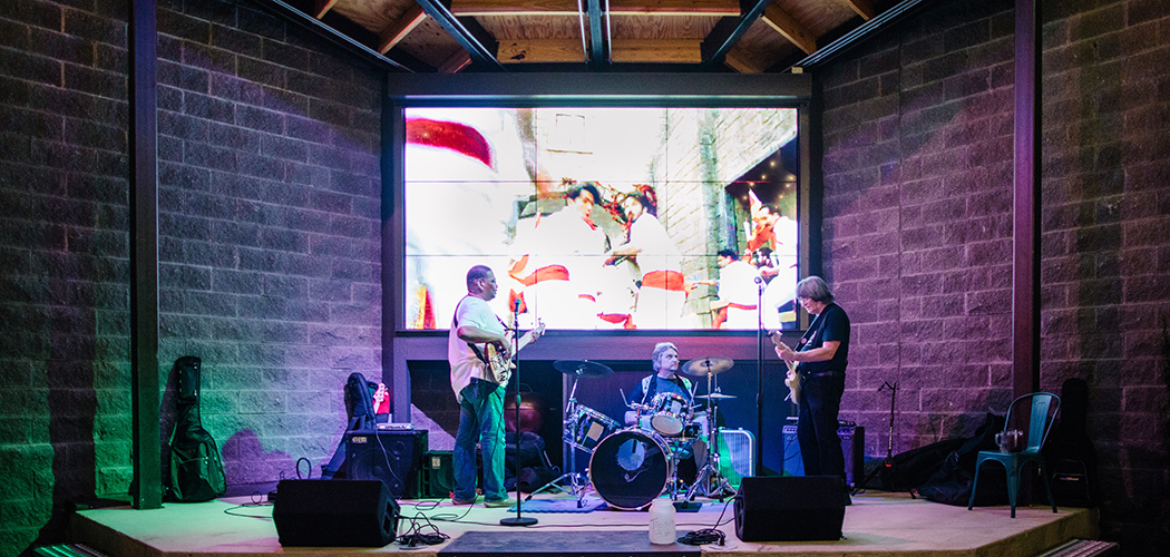 Live music is now a weekly feature at RHBQ, which is good news for bands like Hall Street. (Photo by Kathy Tran)