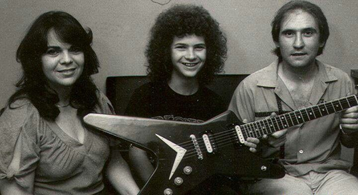 Dimebag Darrell Abbott with his parents, Carolyn and Jerry Abbott, after he won the